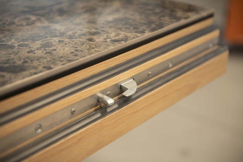 dettaglio portoncino in legno